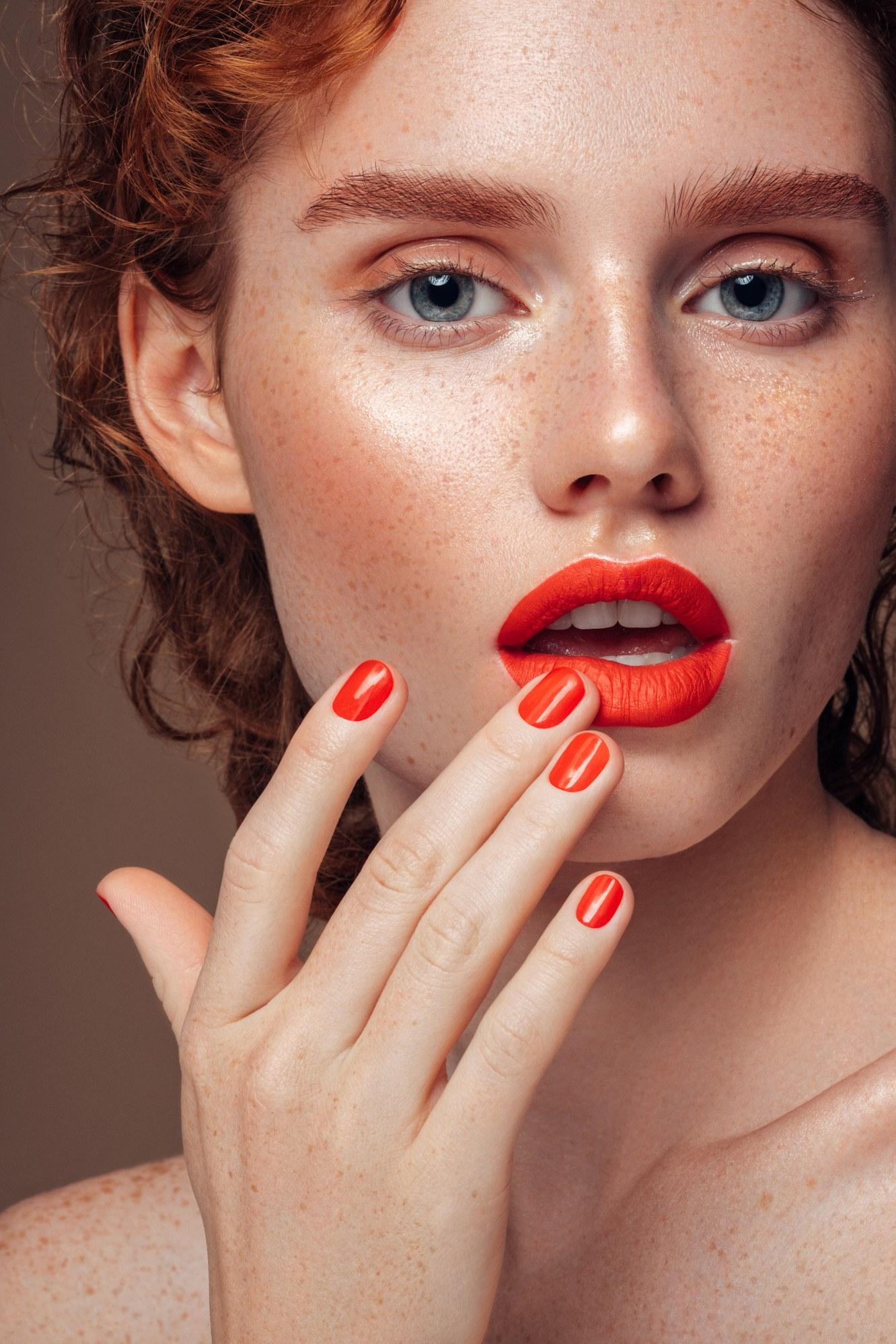 ¿Acaso tu maquillaje es la causa de tus migrañas?