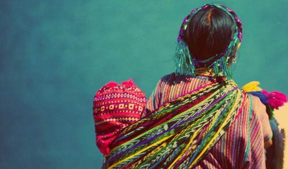 Raíces de la Moda: La historia del rebozo mexicano