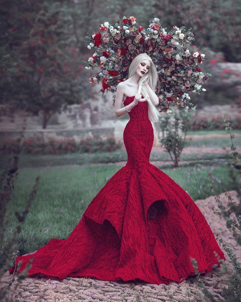 Ruby Vizcarra, la modelo albina que desafía los estándares de belleza.