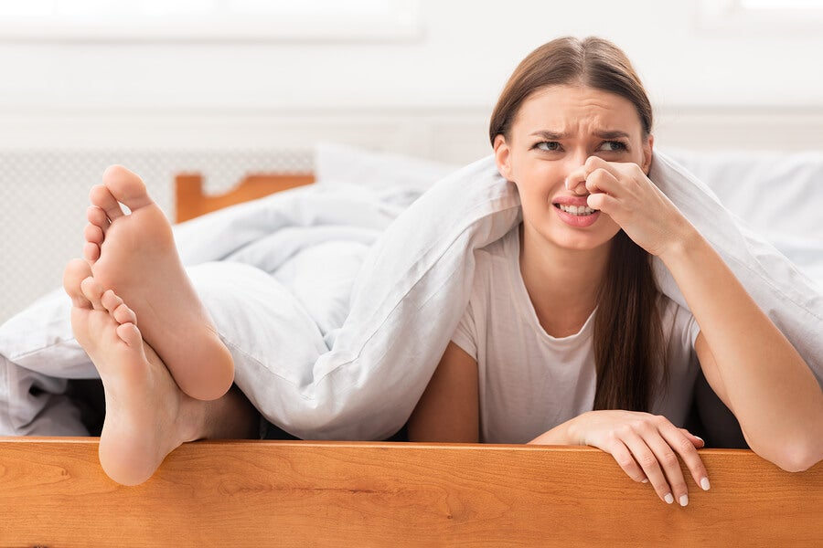 Trucos para acabar con el mal olor en los pies y usar tus zapatos favoritos todo el año