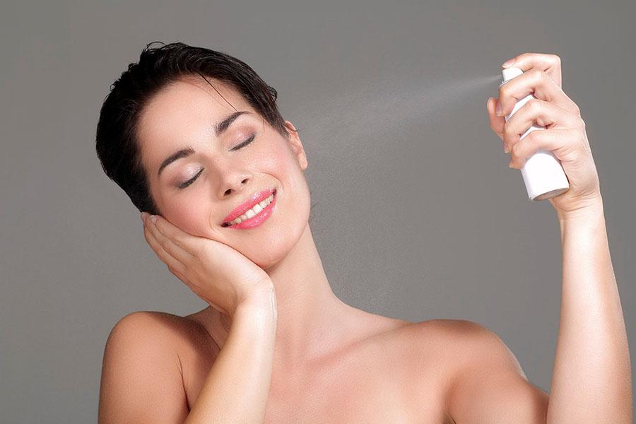Tónicos faciales que mantendrán cerrados los poros de tu piel.