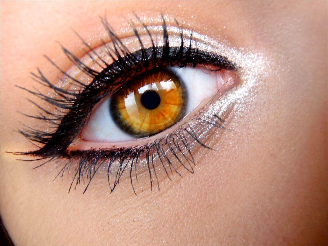 Trucos de belleza que todas las chicas de ojos grandes amarán.