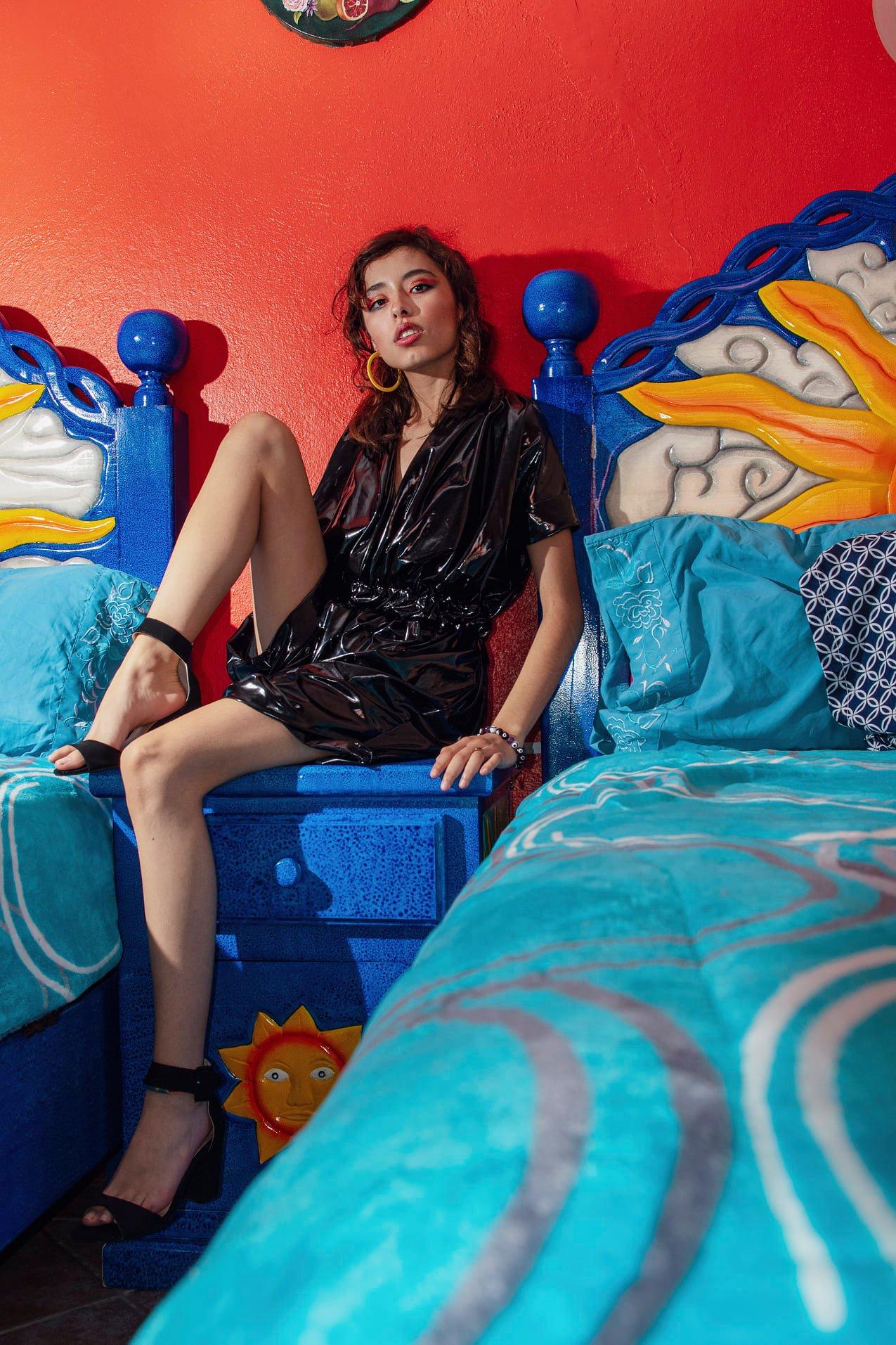 Go basic, go black 🖤 Diseñadora de moda IselaCos Brand