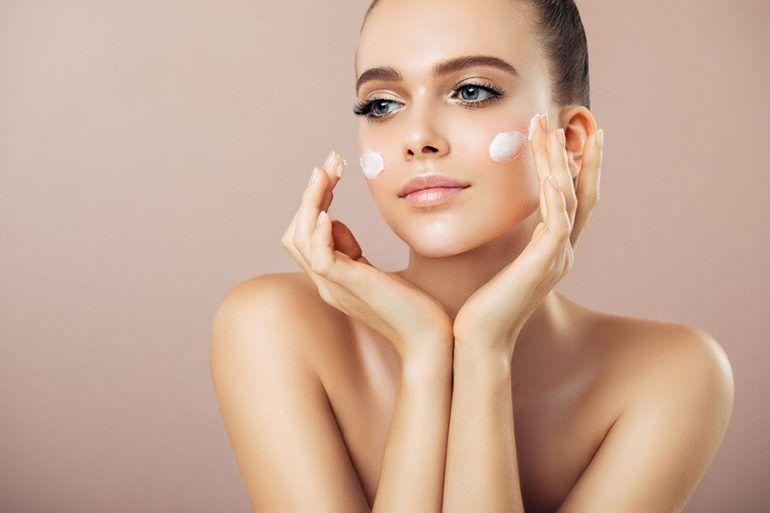 Malos hábitos que necesitas detener YA si deseas mantener una piel joven y luminosa