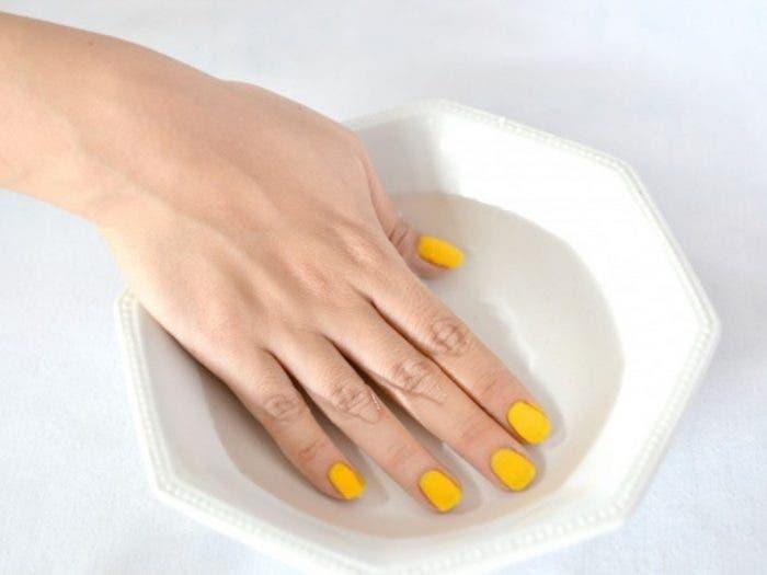 Trucos para secar rápido tus uñas sin arruinarlas.