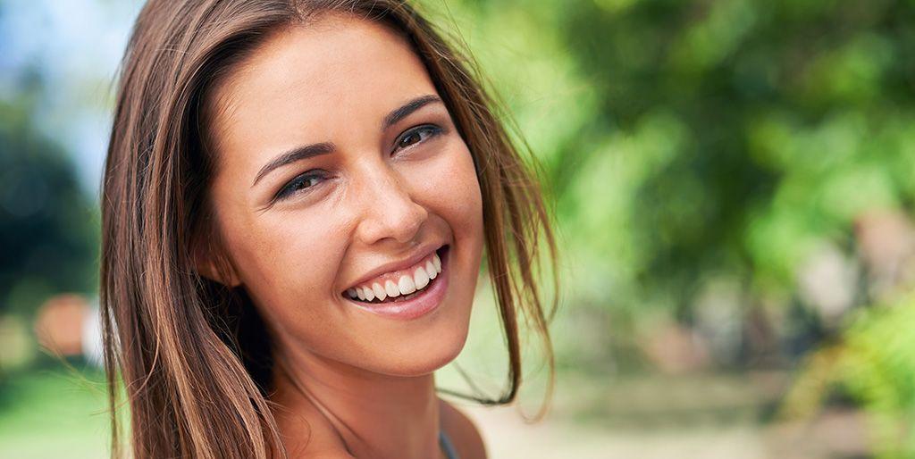 Efectivas rutinas de belleza para lucir piel radiante sin usar maquillaje.