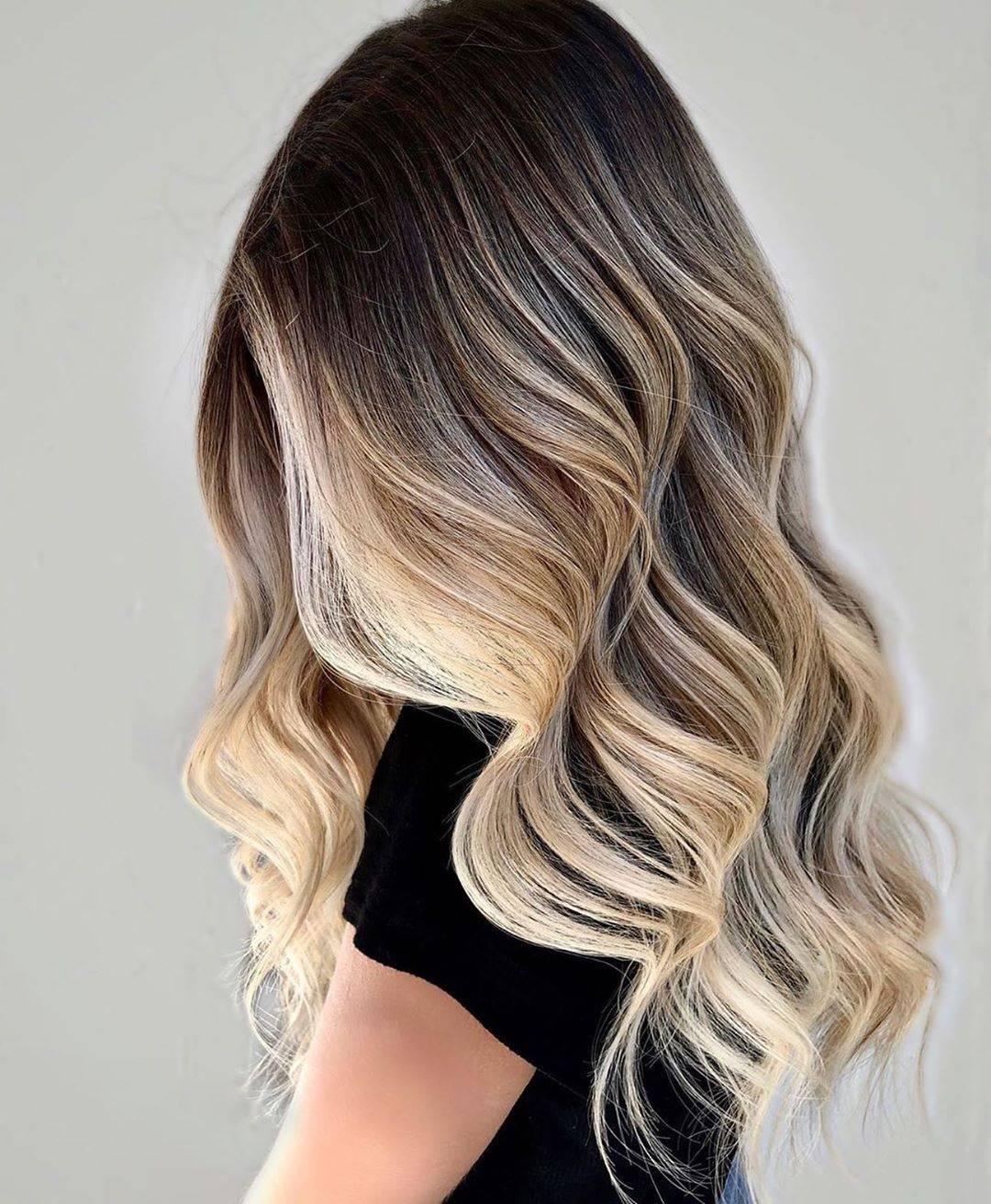 ¡Adiós Balayage! El Foilyage es la nueva tendencia para teñir tu cabello.